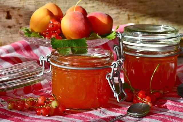 jars of peach jam