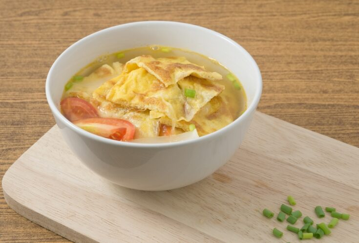 ThisThai Omelet Soup with Tomatoes, Onion and Scallion is an easy soup recipe for busy weeknight meals.Add fresh tomatoes and green onions before serving.