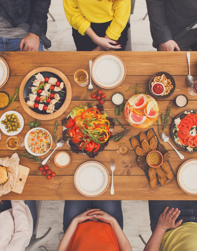 Families Eating Dinner Together: Tips to Make it Fun and Stress Free!
