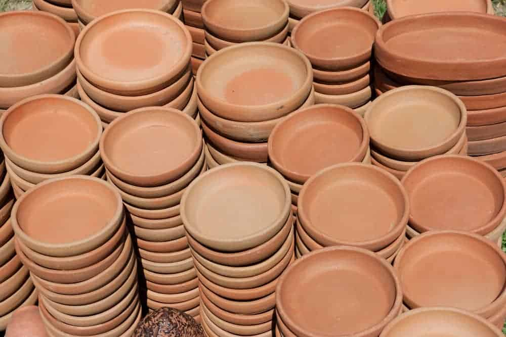 Dishes of red pottery handmade