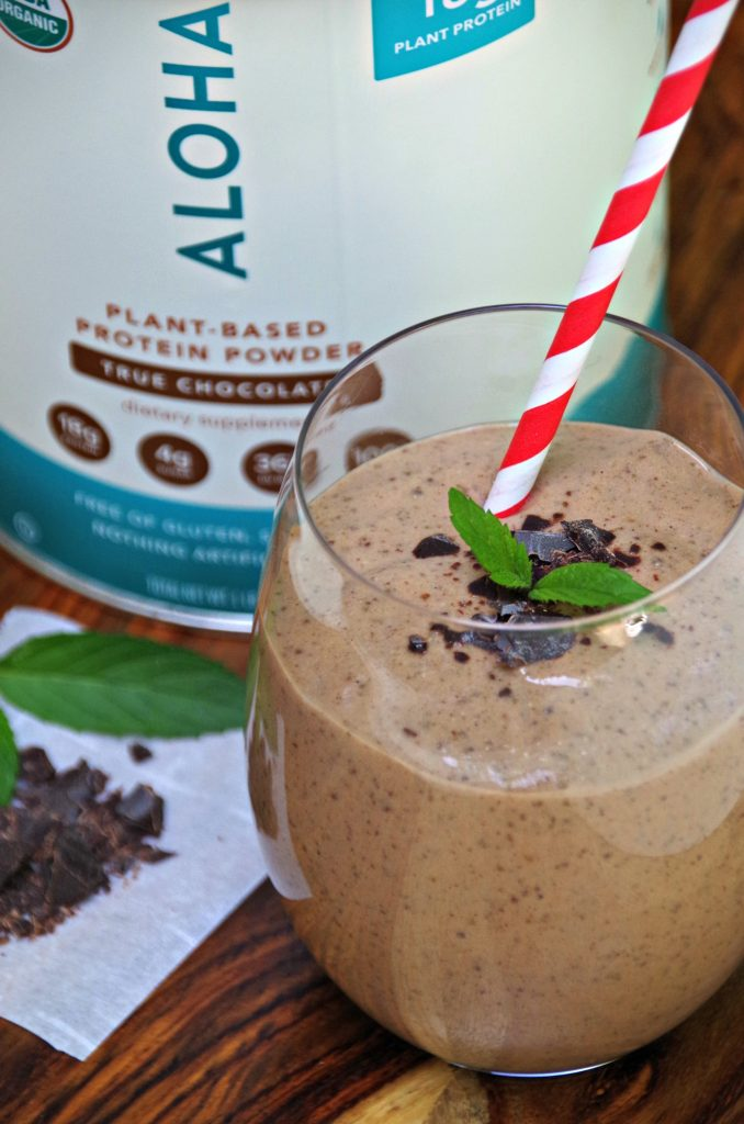 Looking for Healthy Protein Smoothies? Try this Healthy Mint Chocolate Chip Protein Smoothie Recipe!