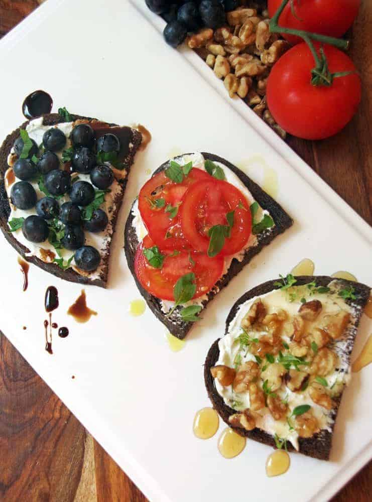 How to Make Goat Cheese Toasts