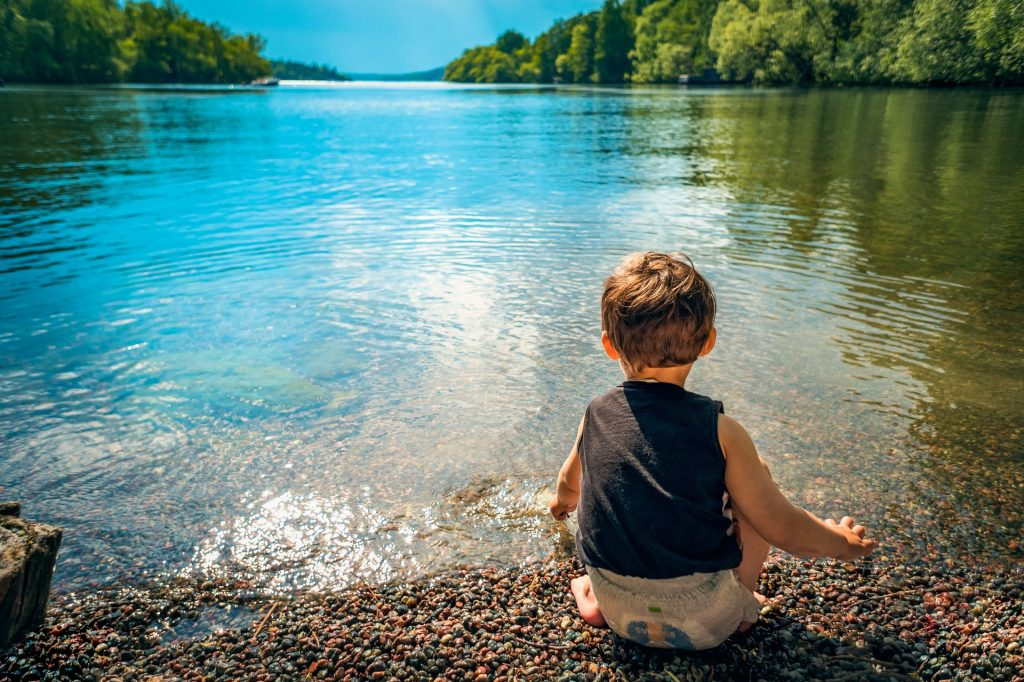 How to make nature walks with kids educational