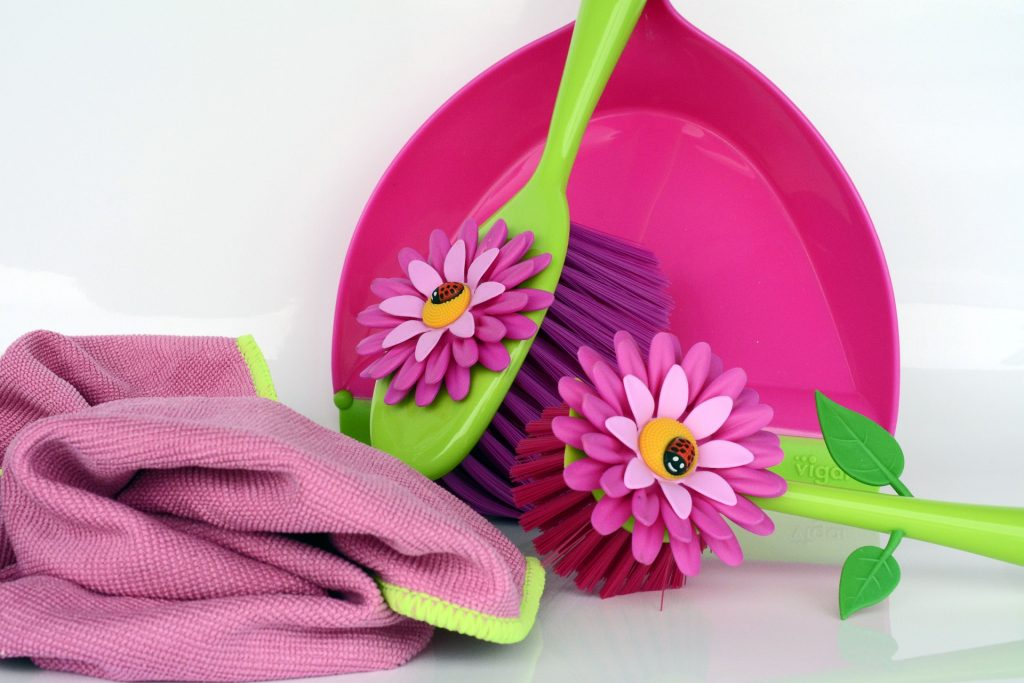 Here are a few frugal spring cleaning tips that not only help you live greener but will also allow you do save a little bit of money at the same time!