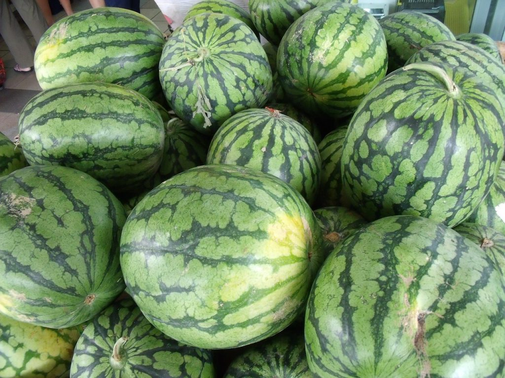 How to Choose a Ripe Watermelon for a Sweet and Juicy Treat!
