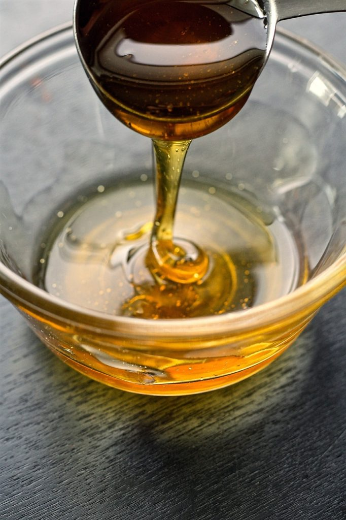 honey in bowl with spoon