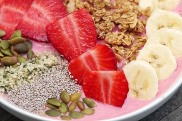 Making Smarter Snack Choices and a Strawberry Smoothie Bowl Recipe