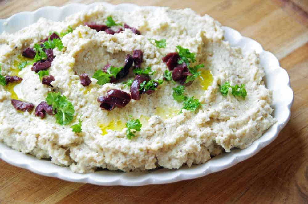 Cauliflower hummus recipe with lemon and garlic. Gluten free, paleo and keto friendly