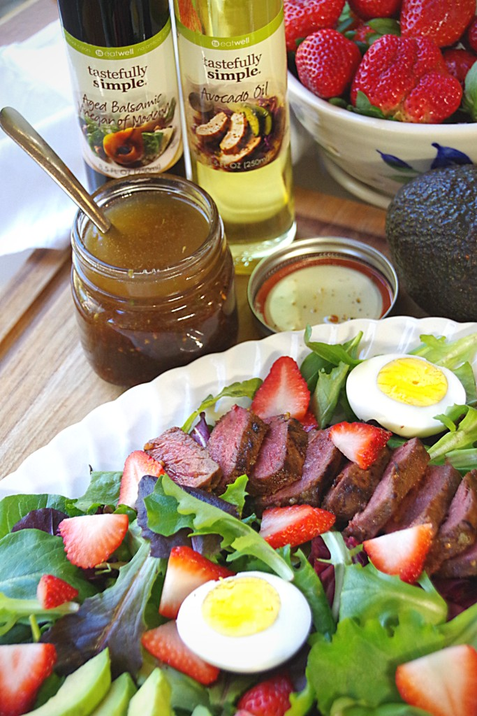 Strawberry Salad with Steak and other healthy salad ingredients