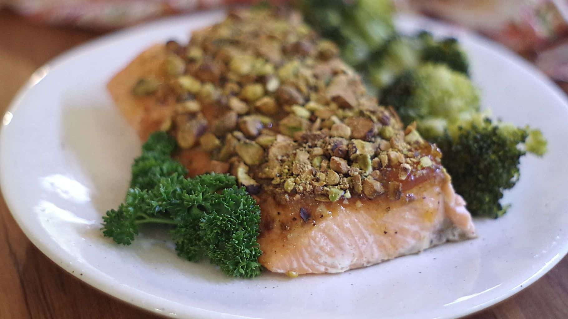 salmon fillet with pistachio